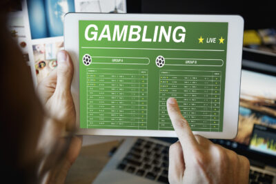 Pros and Cons of Playing Poker vs Sports Betting