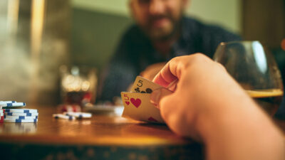 Differences Between Online Poker And Live Poker